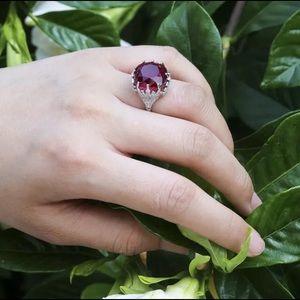 Gorgeous 925 Silver Garnet Ring